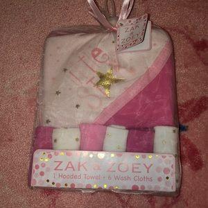 NWT 1 baby hooded towel & 6 wash cloth set 💗